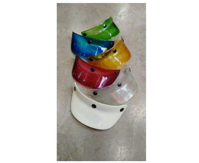 Kreasi aksesoris pet helm yang berasal dari limbah plastik bekas