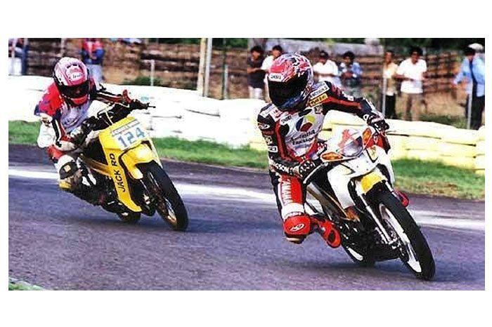 Norick Abe di Kenjeran dengan Yamaha 125Z