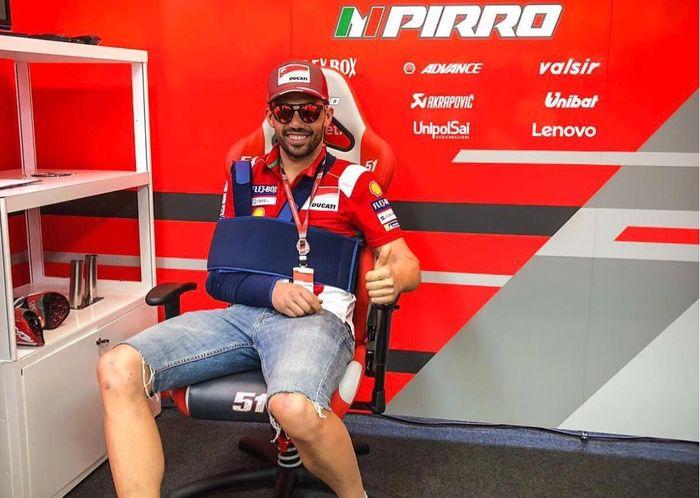 Michele Pirro terlihat berada di paddock Ducati di MotoGP Italia