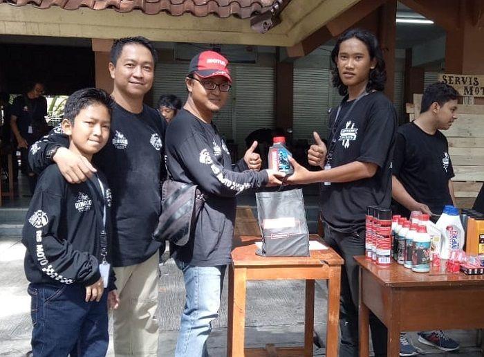 Dengan formasi mekanik berikut peralatan bengkel dan oli Motul yang dibawa, semua konsumen yang membeli kendaraan di RS Moto Yogyakarta menerima dengan senang atas layanan ini.