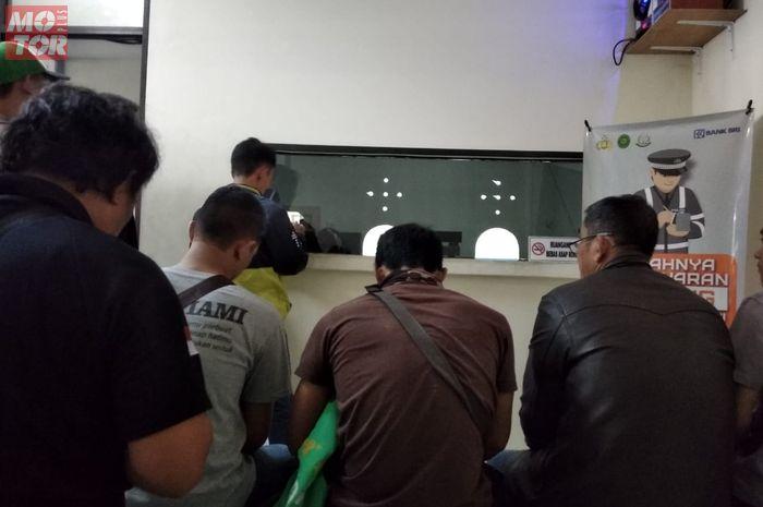 Loket pembayaran tilang kendaraan di Pengadilan Negeri Jakarta Barat