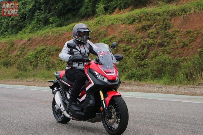 Motorplus mencoba Honda X-ADV