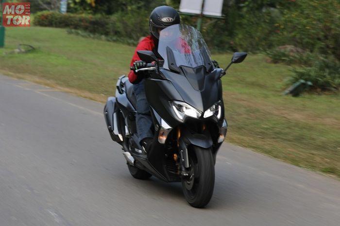 Yamaha TMAX DX merupakan skutik mewah dengan mesin 530 cc