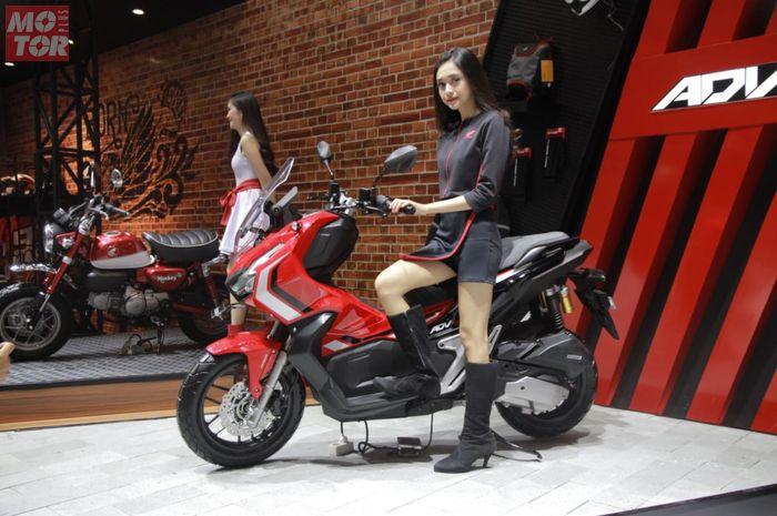 Kehadiran Honda X-ADV 150 bikin ramai pasar matik 150. Pilihan warnanya dibedakan antara tipe ABS dan CBS