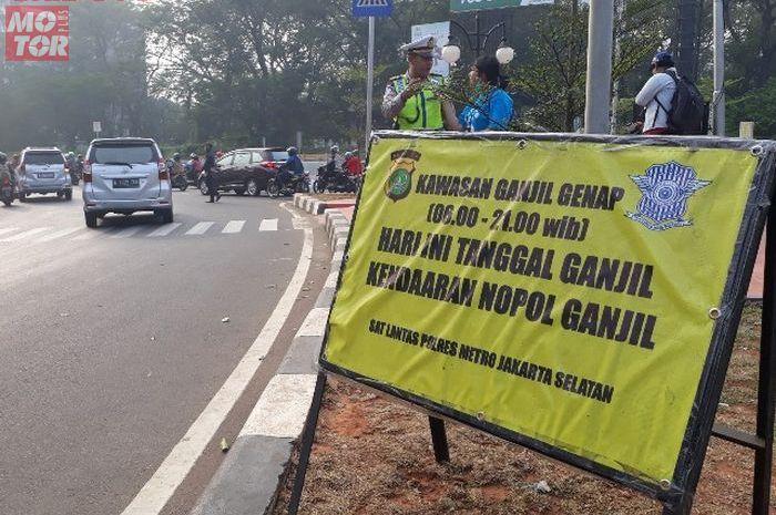 Ilustrasi plang ganjil genap saat masa PSBB transisi masih belum perlu diterapkan menurut Kepala Dishub DKI Jakarta