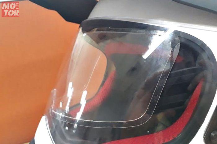 Wealthy siapkan antifog buat kaca helm yang dipasang di dalam visor