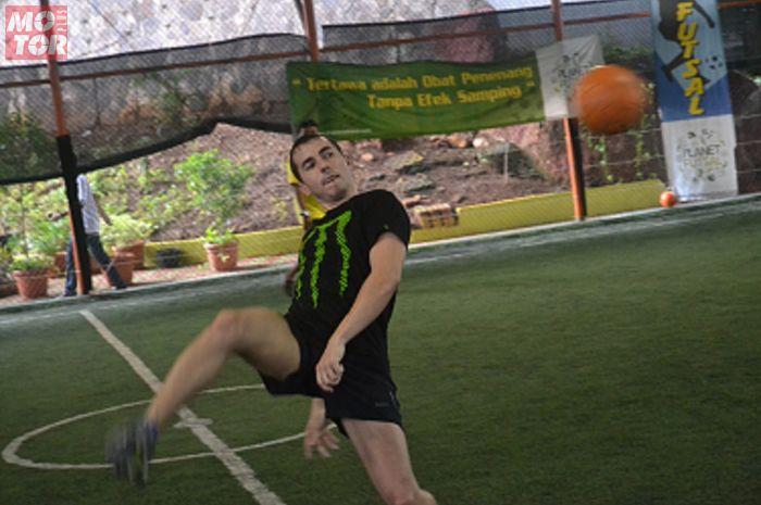 Jorge Lorenzo saat main futsal tantang Otomotif Group di Jakarta