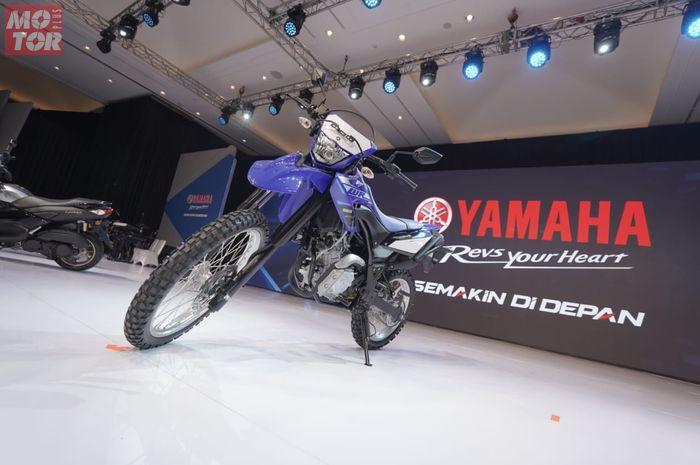 Yamaha WR 155R pakai mesin yang sama dengan motor 155 cc lain, sokbreker depannya memakai model teleskopik