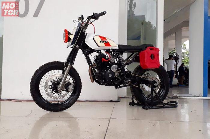 Modifikasi Yamaha Scorpio pakai konsep motor custom aliran scrambler.