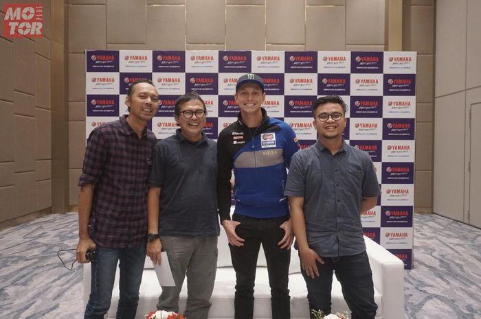 Michael van der Mark, pembalap WSBK dari tim Pata Yamaha Official WSBK yang juga pembalap Belanda mengaku siap jadi WNI kalau ada tawaran naturalisasi dari pemerintah Indonesia