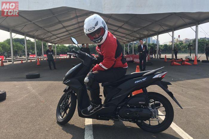 Postur tubuh pengendara motor sebaiknya disesuaikan dengan jenis motornya