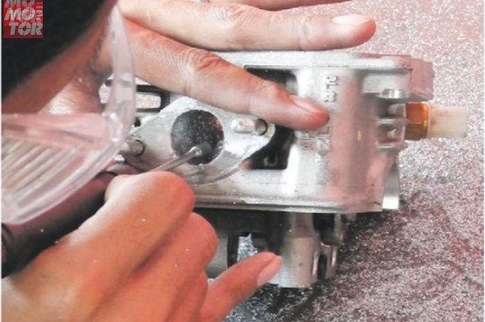 Proses porting polish dengan tujuan membuat motor semakin responsif tanpa melakukan bore-u