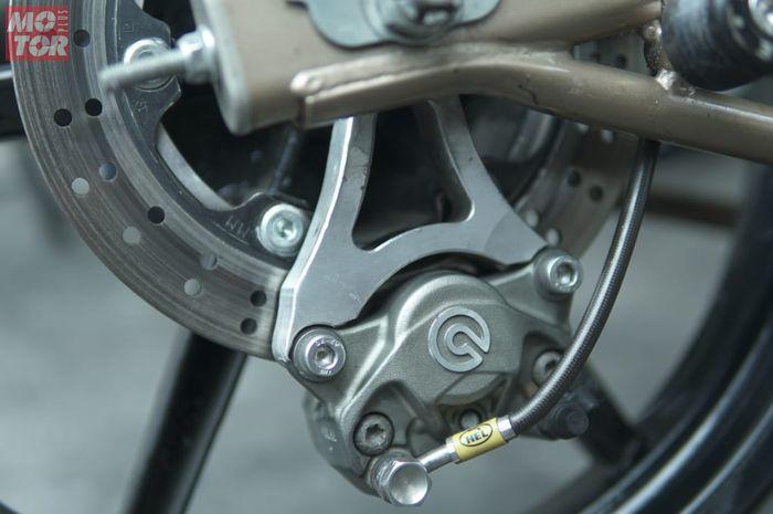 Letak kaliper juga bisa disesuaikan, ingin di bawah atau di atas. Segini Biaya Bikin Bracket Custom Buat Berbagai Macam Kaliper di Motor