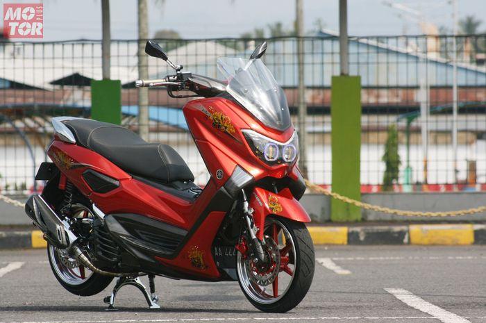 Modifikasi Yamaha NMAX terinspirasi dari mobil ceper dengan konsep Hellaflush, tampil mewah dan elegan.
