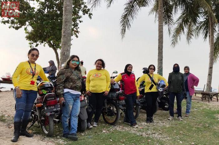 Sambangi lokasi Wisata Pantai Karang Tumpeng, Lady Bikers Indonesia (LBI) makin solid.