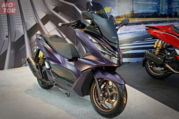 Honda PCX 160 2021 ala Forza dengan windshield tinggi