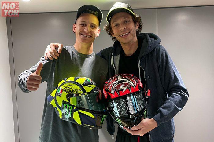 Fabio Quartararo yang dilandar arm pump di MotoGP Spanyol 2021 menyempatkan bertemu The Doctor alias Valentino Rossi di tes resmi MotoGP Jerez 2021 sebelum terbang pulang ke Prancis, (3/5/2021)