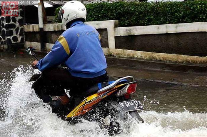 Ilustrasi banjir. Jangan Asal Terobos Bro, Begini Cara Aman Saat Bertemu Banjir