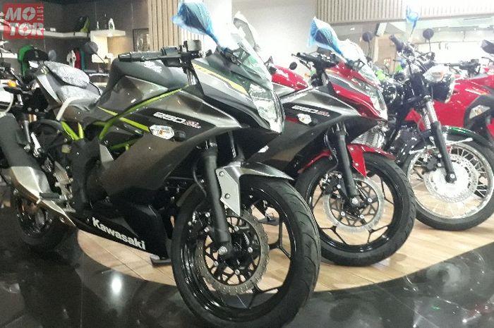 Asyik, harga motor sport Kawasaki Ninja 250 SL turun hampir Rp 4 juta.