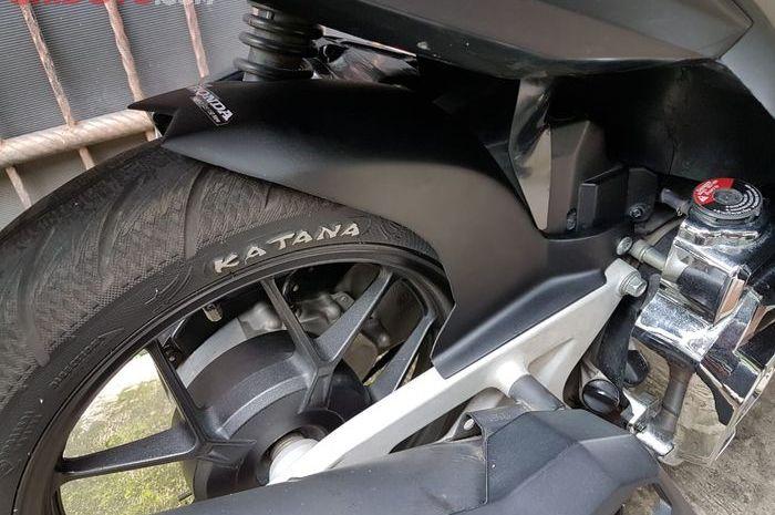 Sepatbor kolong melindungi mesin dan komponen kelistrikan dari air hujan