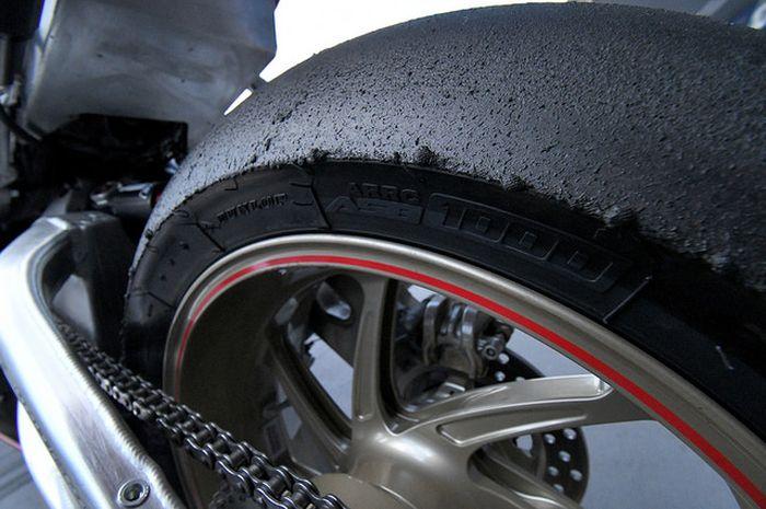 Ban Dunlop untuk 1.000 cc untuk balapan Asia setelah di tes di sirkuit Buriram, Malaysia