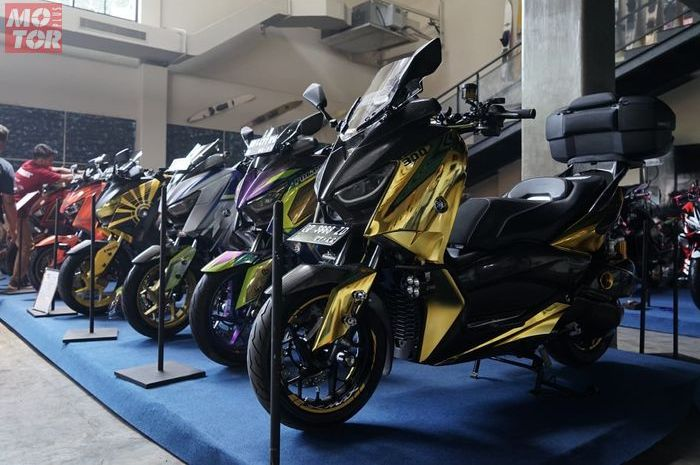 Para kontestan di event Customaxi Yamaha.