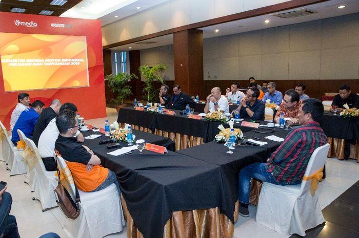 Diskusi perkembangan industri sepeda motor tahun 2019 sekaligus launcing gridmotor.id.