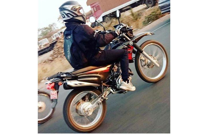 Yamaha XTZ-125 terpantau di jalanan India.