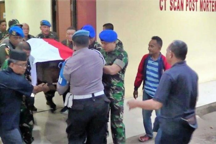 Jenazah Letkol CPM Dono Kuspriyanto dibawa pihak keluarga ke rumah duka dari RS Polri Kramat Jati.