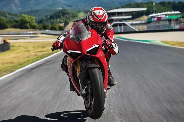 Ducati Panigale V4 S punya tenaga gila