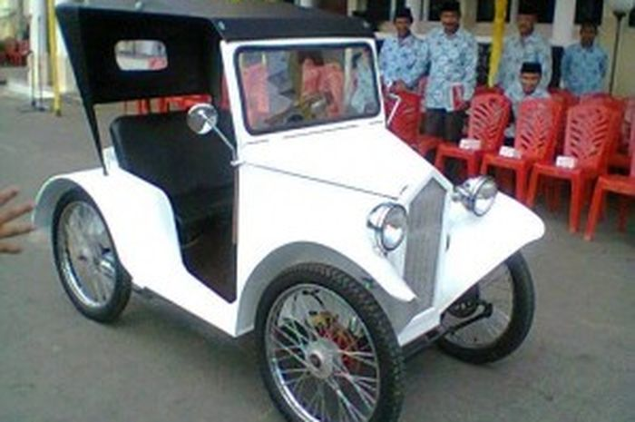 "Replika mobil ""Austin-1926"" basicnya motor"