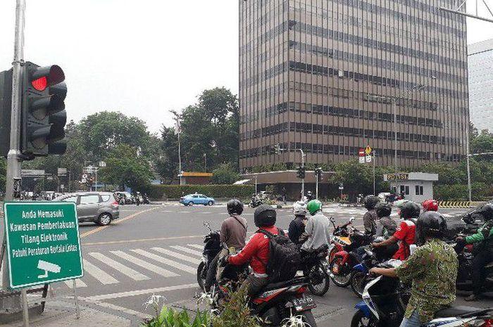 Papan imbauan pemberlakuan penindakan tilang elektronik atau electronic traffic law enforcement (ETL