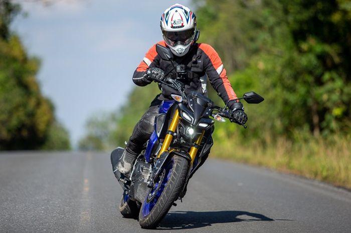 Yamaha MT-15 memakai suspensi depan upside-down