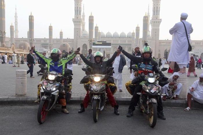 Tiga bikers touring ke Mekkah naik motor Jupiter MX