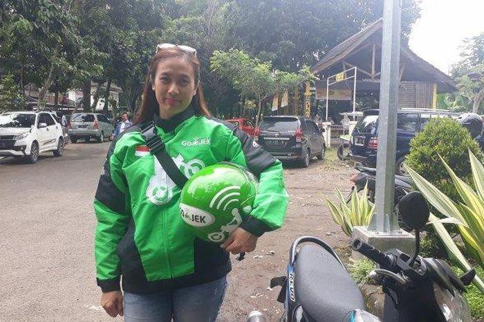 Driver ojek online, Ira Marcellia Citra, di Soreang, Kamis (24/1/2019).