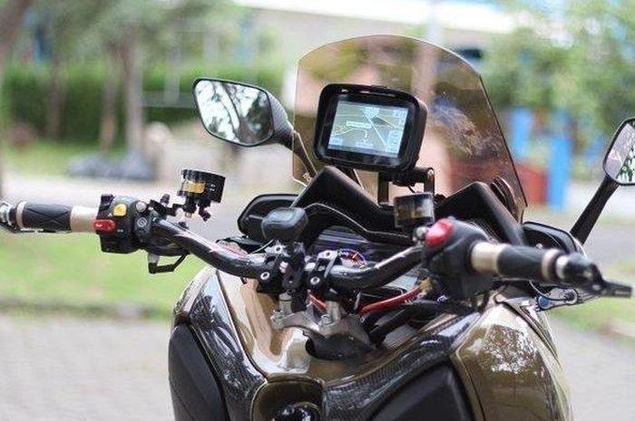 Larangan penggunaan GPS di motor atau mobil.