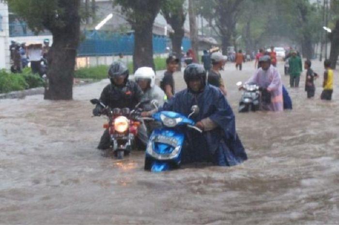 Ilustrasi motor mogok terkena banjir.