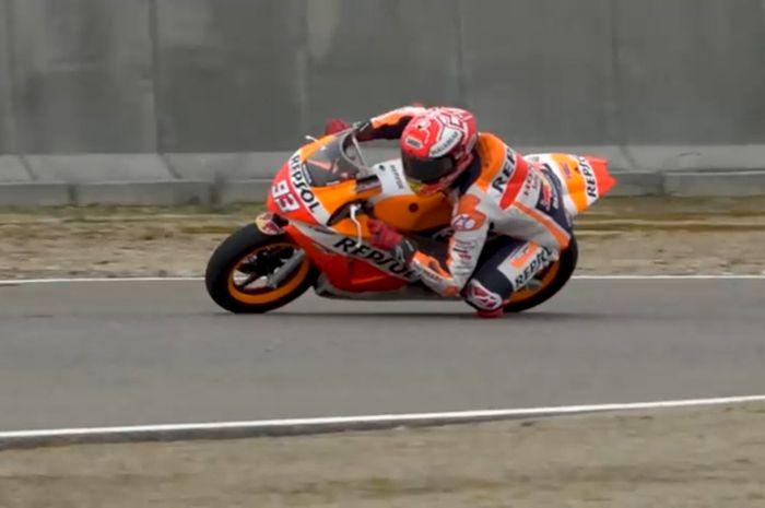 Marc Marquez ngebut pakai NSF100 saat persiapan tes pramusim MotoGP 2010 Sepang