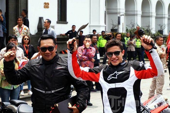 Gubernur Jawa Barat Ridwan Kamil dan Pembalap MotoGP Marc Marquez hadir di Bandung, Jabar.