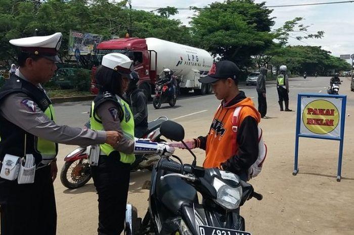 Nih 5 Tips Biar Engga Ketilang Sama Polisi Saat Ada Razia Di Jalan Motorplus