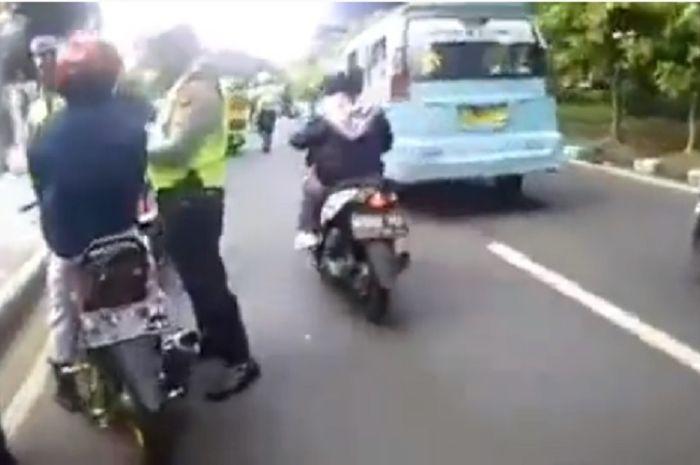 Beberapa pemotor terjaring razia kepolisian.