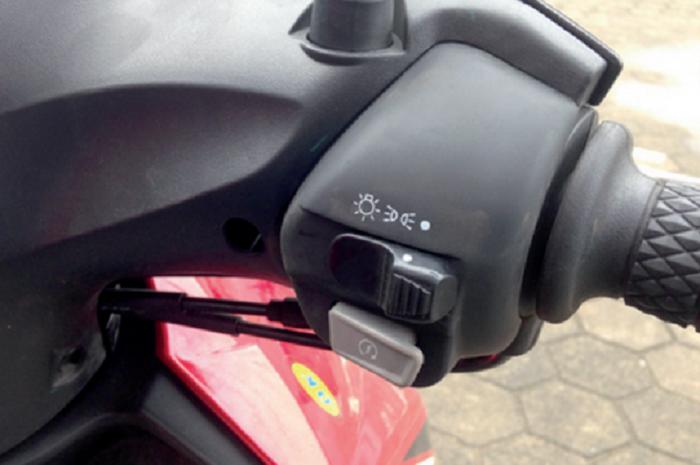 switch ON/OFF lampu Yamaha Mio GT.