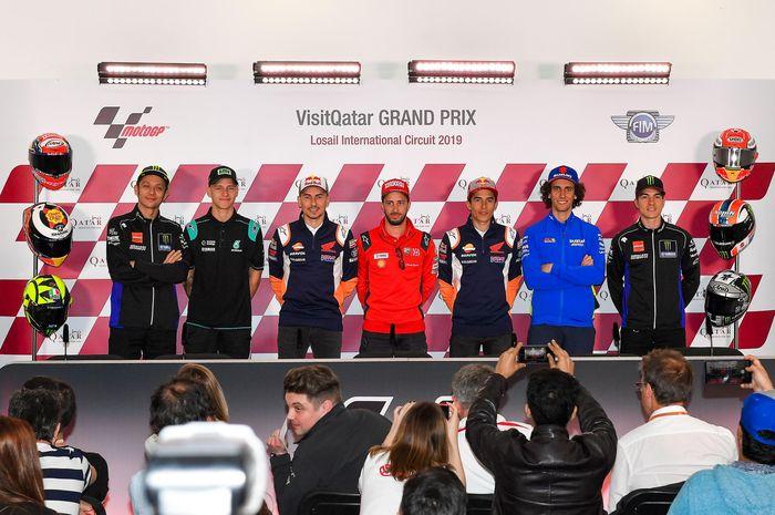 Para pembalap MotoGP melakukan sesi jumpa pers di sirkuit Losail, Qatar (7/3)