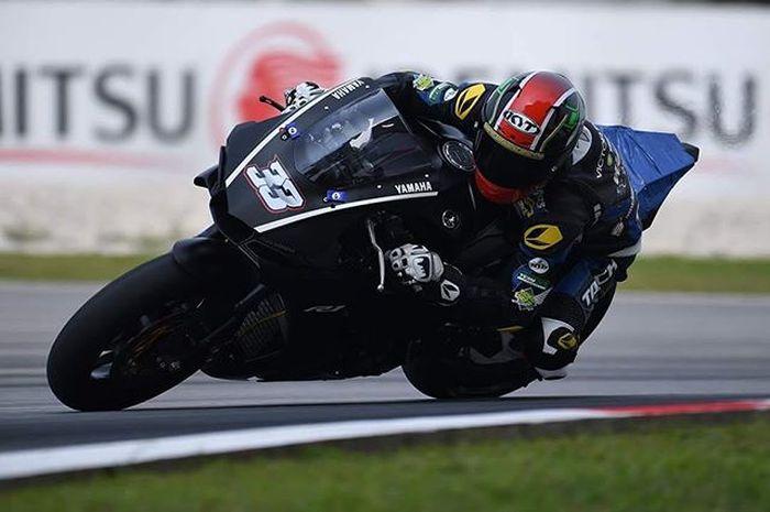 Yudhistira di atas motor balap Yamaha R1 2019