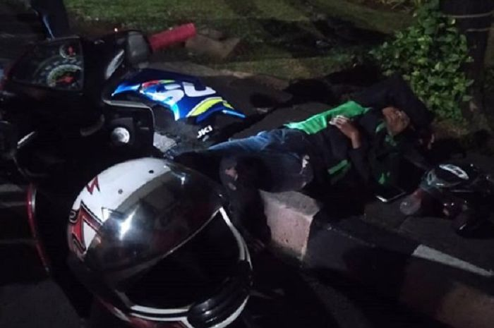 Kecelakaan di kawasan Monas antara pengendara Suzuki GSX-R150 dengan driver ojol.