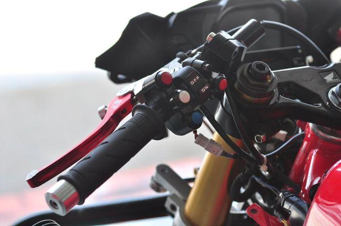 Race switch button seperti di motor MotoGP digunakan juga di motor balap ARRC 2019 kelas AP250