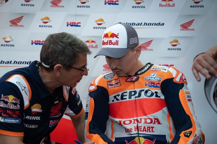 Jorge Lorenzo dan Ramon Aurin, kepala mekanik di tim Repsol Honda.
