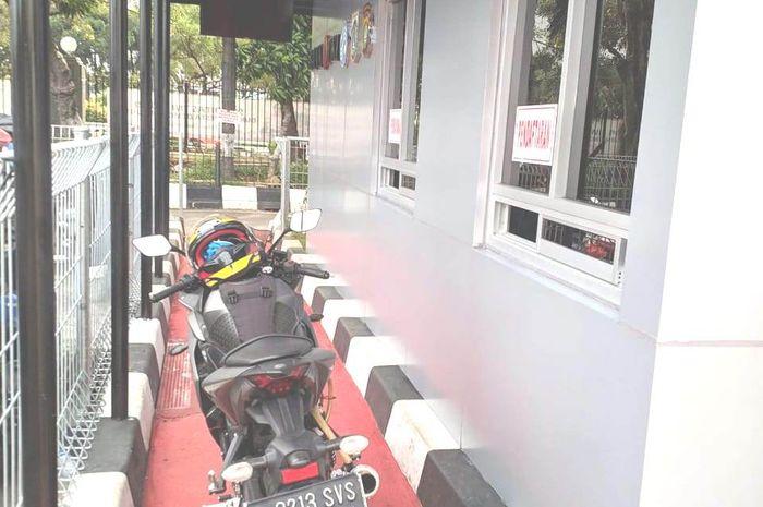 Gambar ilustrasi Samsat Drive Thru. Catat Nih Lokasi Samsat Drive Thru di Jakarta, Bayar Pajak Kendaraan Gak Perlu Turun dari Motor