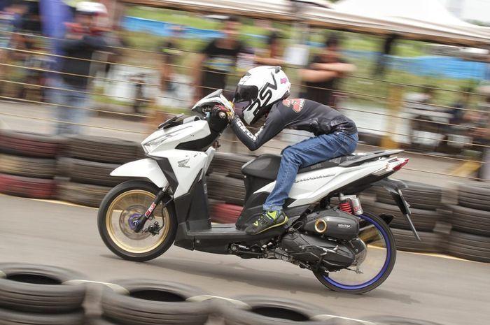 Honda Vario dengan time 10,286 detik di ajang balap drag bike resmi
