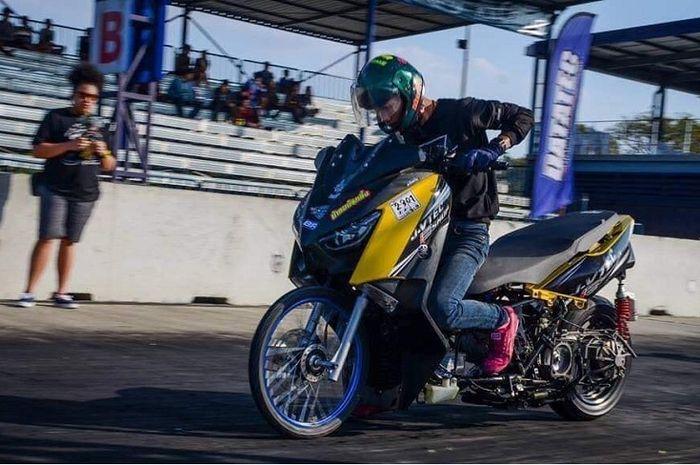 Yamaha XMAX 250 digeber di trek 402 meter.